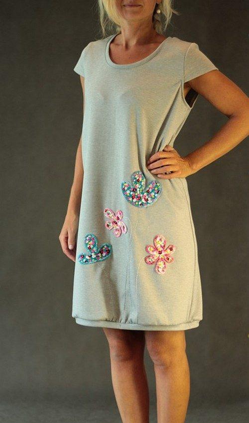 LaJuPe letní šaty úpletové světle šedé aplikace růžové tyrkysové květiny