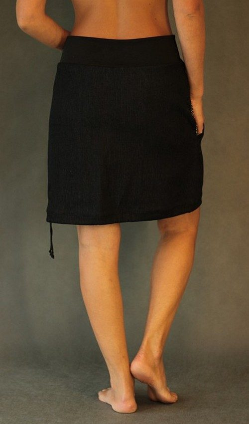 LaJuPe džínová sukně černá áčková černý náplet motiv hnědé tulipány s kapsou