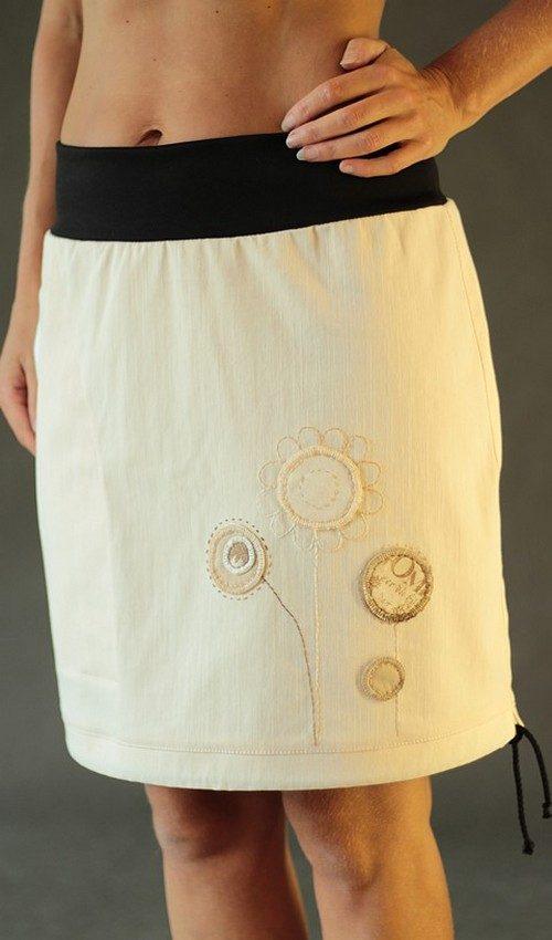 LaJuPe béžová sukně riflová áčková černý náplet motiv kulaté květiny s kapsou