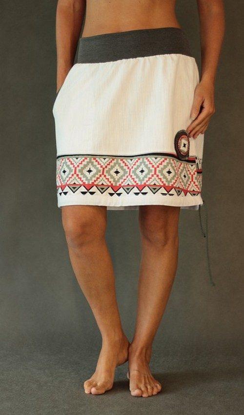 LaJuPe bílá riflová sukně kombinovaná áčková šedý náplet motiv červenošedý terčík s kapsou