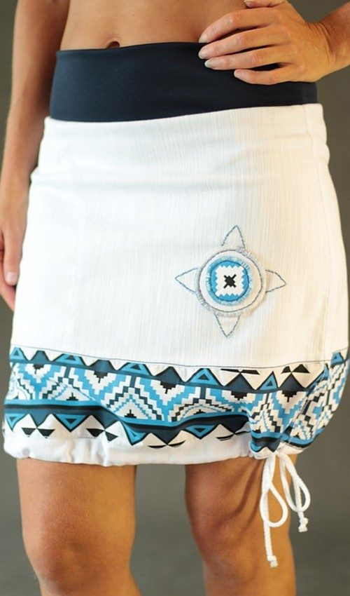 LaJuPe bílá riflová sukně kombinovaná áčková tmaovmodrý náplet motiv modý terč s kapsou