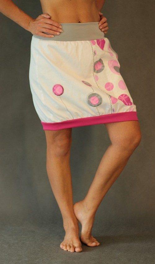 LaJuPe dlouhá sukně letní bílá riflová viskózová vetikálně půlená áčková růžový náplet motiv růžové květiny