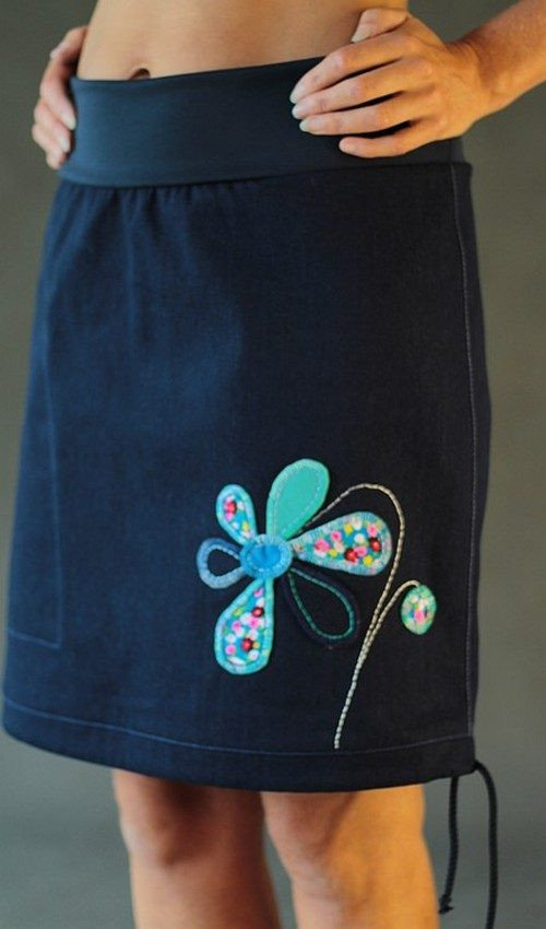 LaJuPe modrá sukně riflová áčková tmavě modrý náplet motiv tyrkysová květina s kapsou