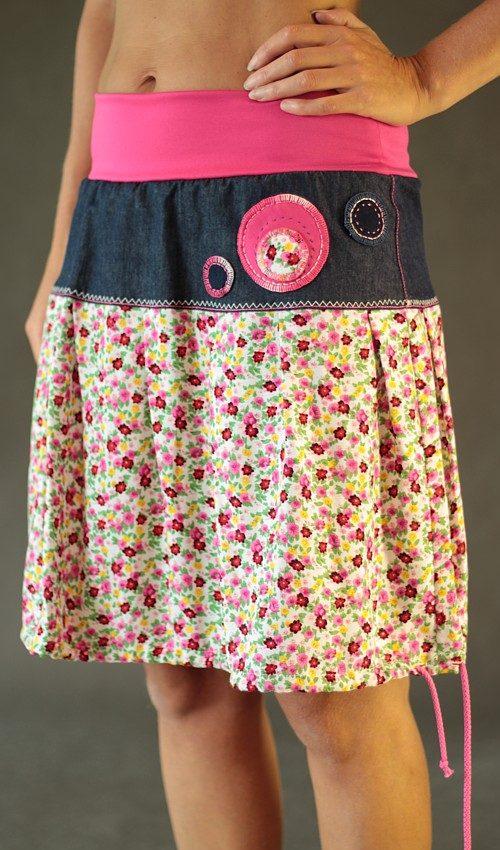 LaJuPe originální sukně viskózová se sedlem áčková motiv květinový růžový náplet aplikace kulaté růžové květy