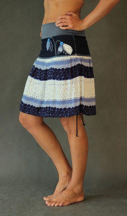 LaJuPe květovaná sukně viskózová se sedlem áčková šedomodrý náplet motiv modrobílý aplikace modré sněženky