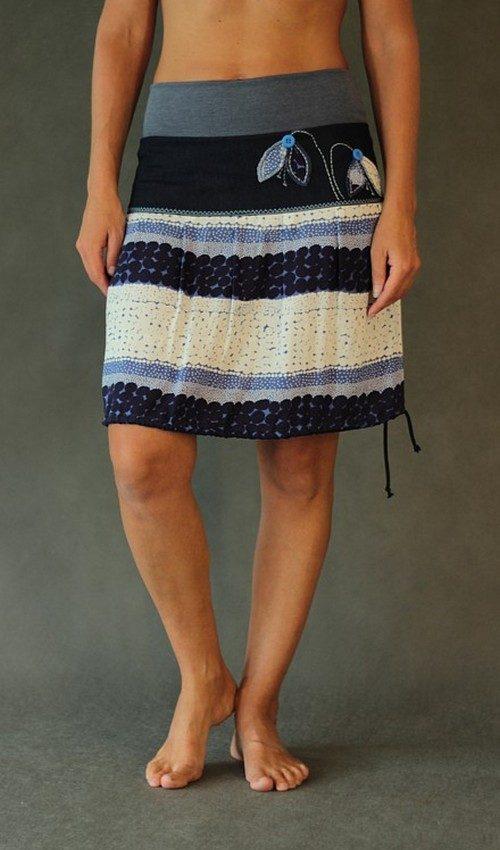 LaJuPe viskózová květovaná sukně se sedlem áčková šedomodrý náplet motiv modrobílý aplikace modré sněženky