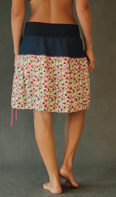 LaJuPe viskózová originální sukně se sedlem áčková motiv květinová aplikace květina 6 lístků