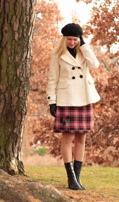 LaJuPe teplá zimní sukně polyester_viskóza_s_podšívkou_černá_červená_áčková_1kapsa_tunýlek_černá_černošedá_kytka_polokvět