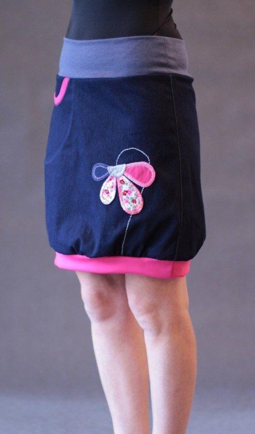 LaJuPe dámská riflová sukně bavlna_polyester_bez_podšívky_modrá_růžová_áčková_1kapsa_úplet_džínová_růžová_půlkytka_polokvět
