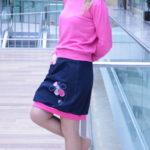 LajuPe džínové sukně bavlna_polyester_bez_podšívky_modrá_růžová_áčková_1kapsa_úplet_modrá_růžová_kytka_šestikvět