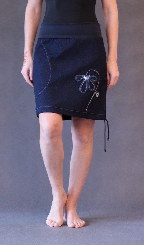 LaJuPe džínové sukně bavlna_polyester_bez_podšívky_modrá_modrá_áčková_1kapsa_tunýlek_modrá_modrá_kytka_polokvět