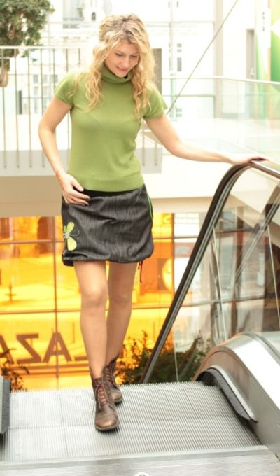 LaJupe dívčí riflová sukně bavlna_polyester_bez_podšívky_černá_zelená_áčková_1kapsa_tunýlek_černá_zelená_kytka_šestikvět