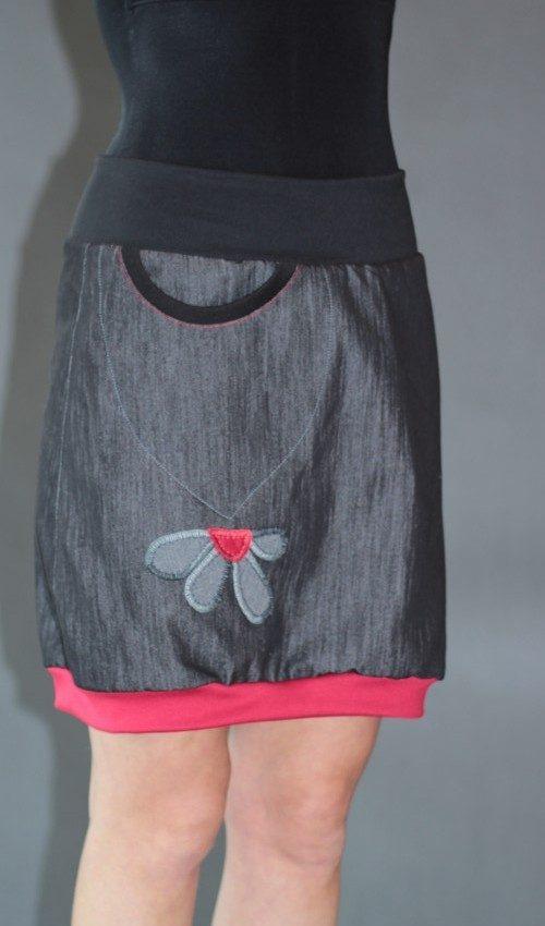 LaJuPe antracitová sukně bavlna_polyester_bez_podšívky_černá_červená_áčková_1kapsa_úplet_černá_šedočervená_kytka_polokvět