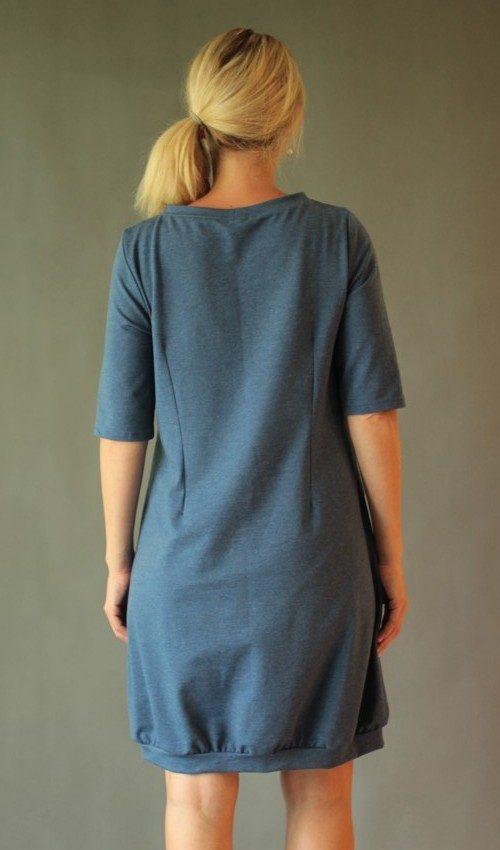 LaJuPe pohodlné šaty bavlna_elastan_bez_podšívky_džínová_modrá__1kapsa_úplet_modrobílá_louka_kytky