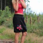 LaJuPe černá maxi sukně bavlna_polyester_bez_podšívky_černá_červená_áčková_1kapsa_tunýlek_černá_červenočerná_kytka_šestikvět