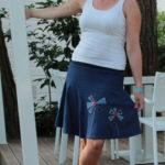LaJuPe elegantní dámská sukně bavlna_elastan_bez_podšívky_středněmodrá_červená_se_sedlem_nahoře_bez_kapes_hladké_modrá_červenomodrá_mlýn_dva mlýny