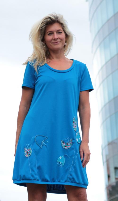 LaJuPe dámské letní šaty s krátkým rukávem úpletové modré aplikace růžové  tyrkysové květiny 39cbcdb3b0c