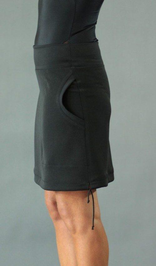 LaJuPe jednobarevná sukně viskóza_polyester_bez_podšívky_černá_černá_áčková_1kapsa_tunýlek_černá_bez motivu