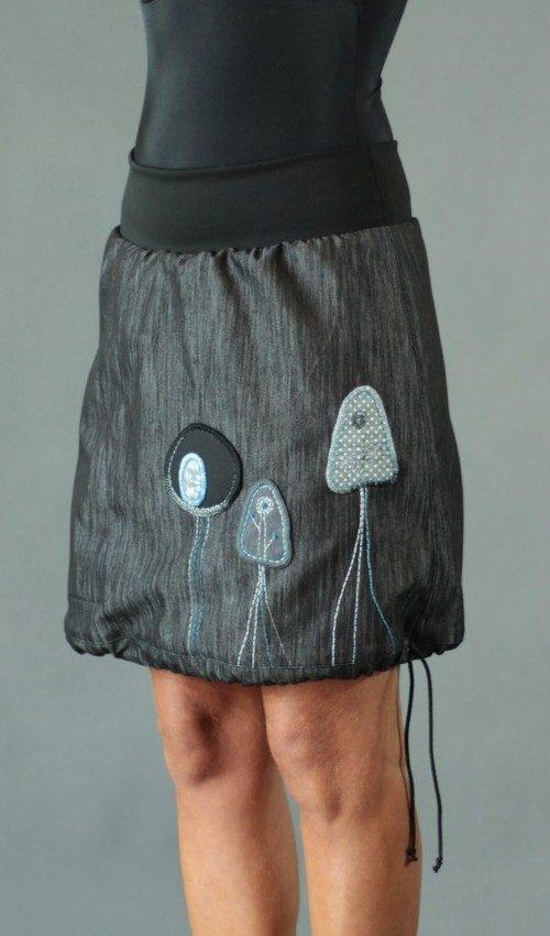 LaJuPe příklad áčkové sukně bavlna_polyester_bez_podšívky_antracit_modrá_áčková_1kapsa_tunýlek_černá_modro černá_les_tři stromy