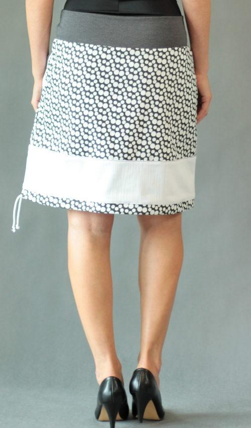 LaJuPe bílá sukně bavlna_polyester_bez_podšívky_bílá_antracit_se_sedlem_dole_1kapsa_tunýlek_šedá_bílošedá_terčík_terčík