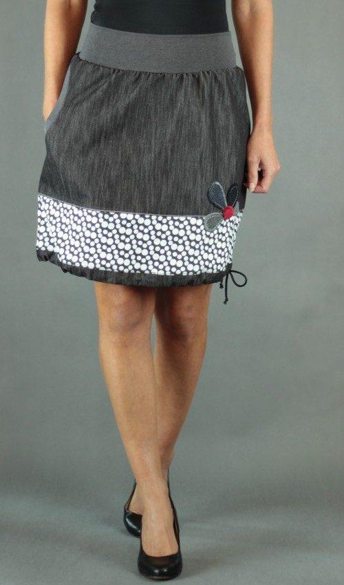LaJuPe dámské podzimní sukně bavlna_polyester_bez_podšívky_černá_šedá_se_sedlem_dole_1kapsa_tunýlek_černá_šedočerná_kytka_polokvět