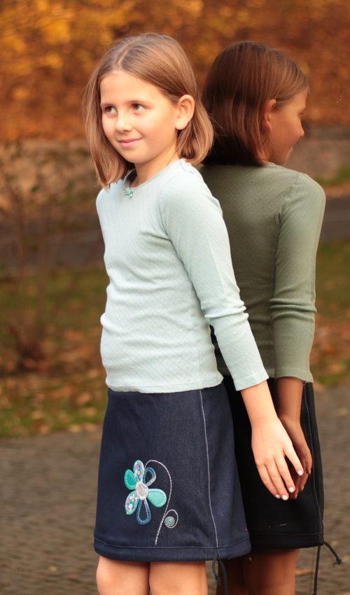 LaJuPe dívčí moda sukně bavlna_polyester_bez_podšívky_tmavě modrá_tyrkys_áčková_bez_kapes_tunýlek_modrá_tyrkys_kytka_květ