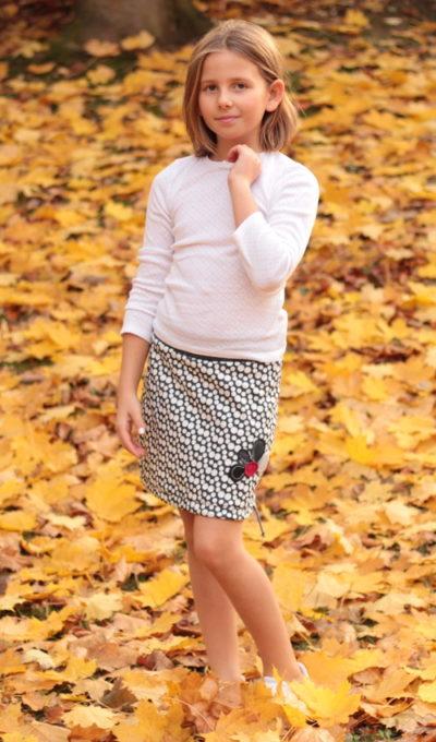 LaJuPe kvalitní dětské oblečení sukně bavlna_polyester_bez_podšívky_bílo černá_puntíky_áčková_bez_kapes_tunýlek_šedá_šedočervená_kytka_půlkvět