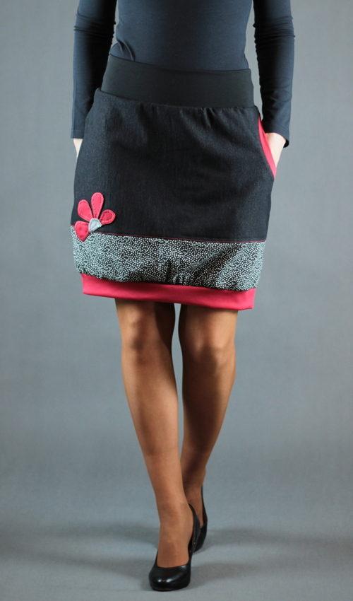 LaJuPe dlouhá riflová sukně bavlna_polyester_bez_podšívky_černá_červená_áčková_1kapsa_úplet_černá_červená_kytka_
