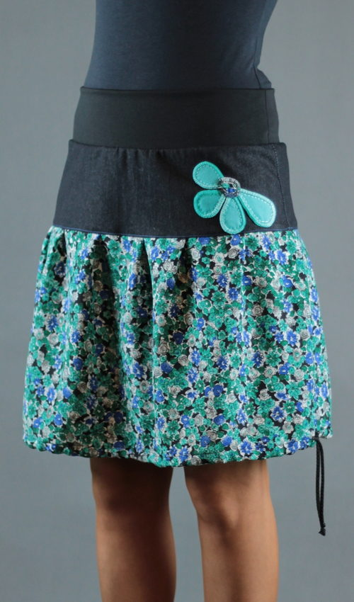 LaJuPe květované sukně bavlna_polyester_bez_podšívky_tyrkysová_černá_skládaná_bez_kapes_tunýlek_černá_tyrkys_kytka_polokvět