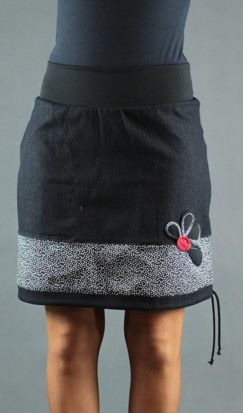LaJuPe sukně pro plnoštíhlé bavlna_polyester_bez_podšívky_černá_bílá_se_sedlem_dole_1kapsa_tunýlek_černá_černočervená_kytka_polokvět