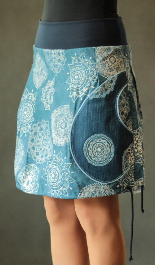 LaJuPe sukně bavlna elastan_bez_podšívky_tmavěmodrá_bleděmodrá_skládaná_1kapsa_tunýlek_modrá_modrá_mandala_mandaly