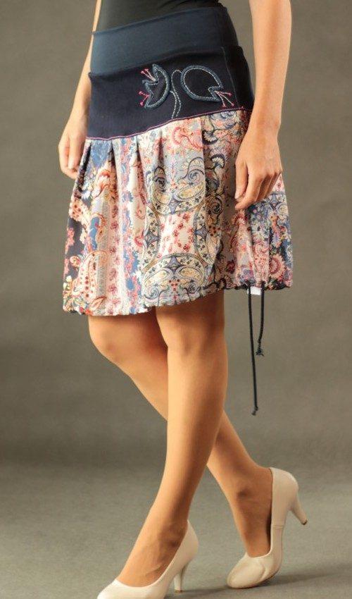 LaJuPe dlouhé letní sukně bavlna_polyester_bez_podšívky_modrá_růžová_skládaná_bez_kapes_tunýlek_modrá_pestrobarevná_kytky_zvonky