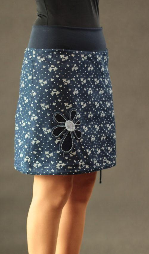 LaJuPe sukně se vzorem bavlna_polyester_bez_podšívky_modrá_bílá_áčková_1kapsa_tunýlek_modrá_modrobílá_kytka