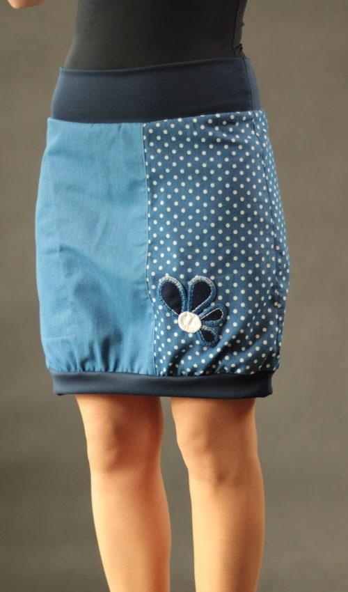 LaJuPe sukně elegantní bavlna_polyester_bez_podšívky_modrá_bílá_třetinová_1kapsa_úplet_modrá_modrobílá_kytka