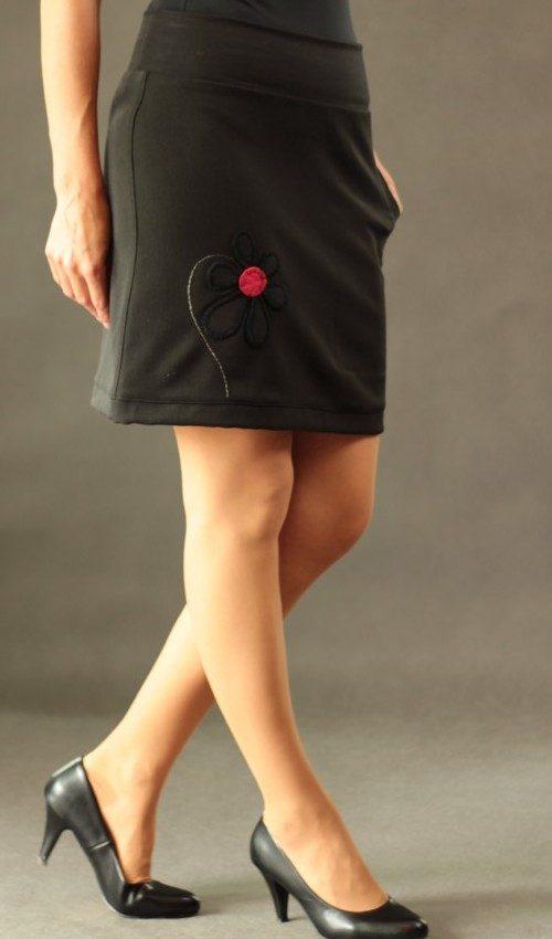LaJuPe elegantní dámská sukně viskóza_polyester_bez_podšívky_černá_červená_áčková_1kapsa_tunýlek_černá_černočervená_kytka