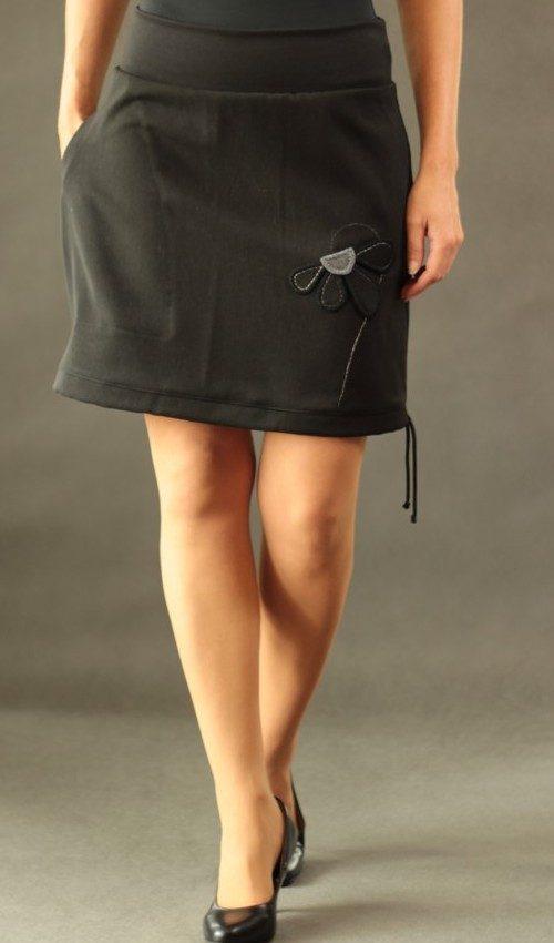 LaJuPe mini sukně viskóza_polyester_bez_podšívky_černá_šedá_áčková_1kapsa_tunýlek_černá_černošedá_kytka