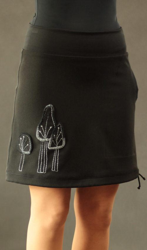 LaJuPe sukně se vzorem viskóza_polyester_bez_podšívky_černá_bílá_áčková_1kapsa_tunýlek_černá_černobílá_les