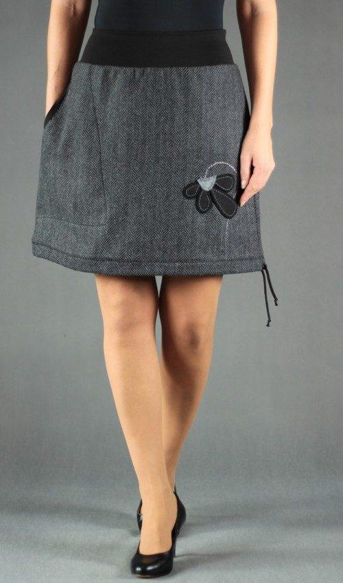 LaJuPe dámská vlněná zimní sukně vlna_polyester_s_podšívkou_černá_šedá_áčková_1kapsa_tunýlek_černá_černošedá_květ_polokvět
