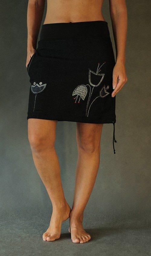LaJuPe černá sukně riflová áčková černý náplet motiv šedé tulipány s kapsou