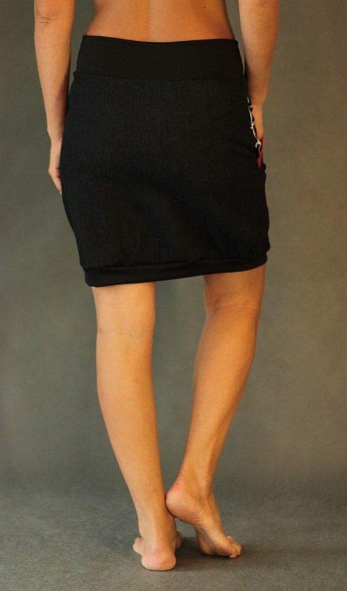 LaJuPe černá džínová sukně áčková černý náplet motiv černá květina s kapsou