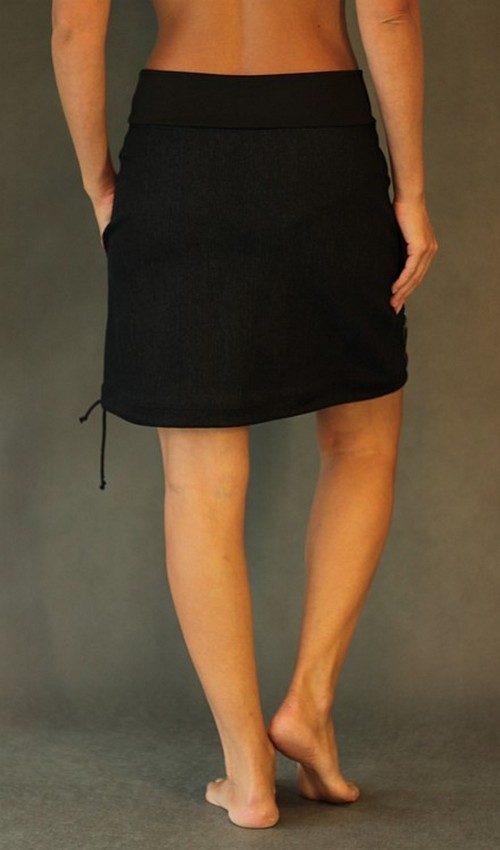 LaJuPe černá sukně riflová áčková černý náplet motiv červeno černé tulipány s kapsou