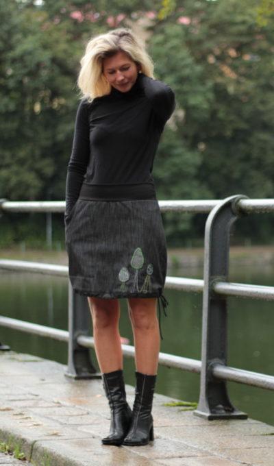 LaJuPe sukně do kanceláře bavlna_polyester_bez_podšívky_černá_zelená_áčková_1kapsa_tunýlek_černá_zelená_les_3stromy