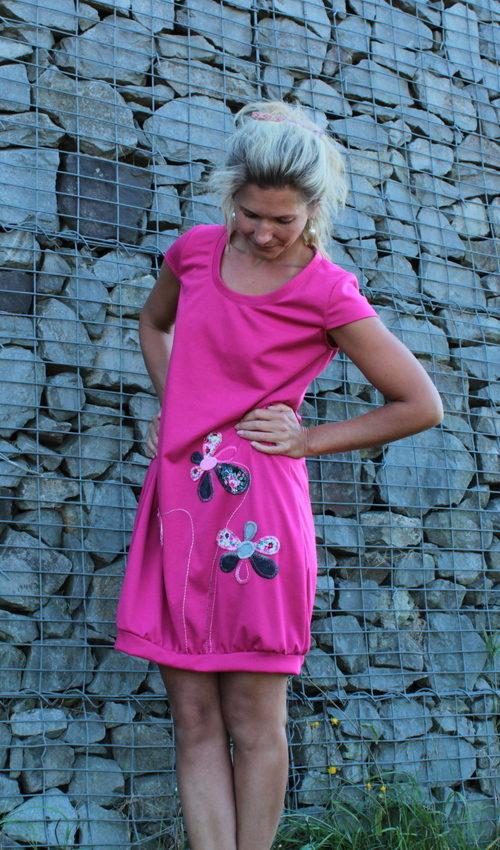 LaJuPe dámské šaty midi polyester_viskóza_bez_podšívky_růžová_černá__bez_kapes_úplet_růžová_bíločerná_kytka_3kytky
