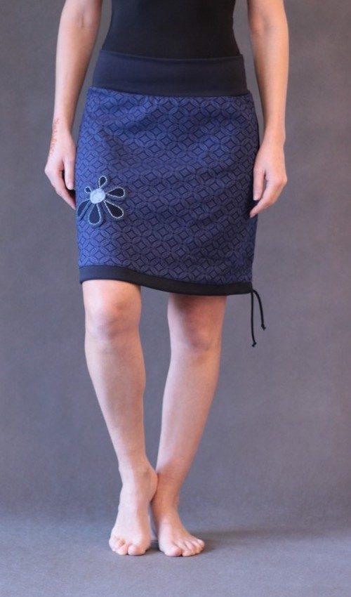 LaJuPe sukně polyester_elastan_bez_podšívky_modrá_modrá_áčková_1kapsa_tunýlek_modrá_modrá_kytka_6tikvět