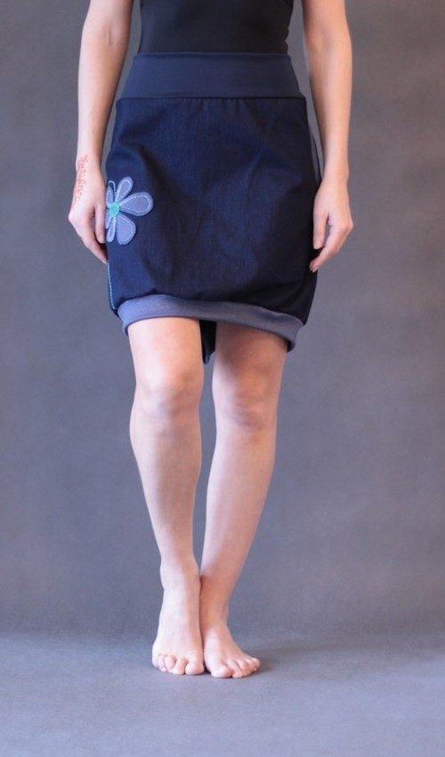 LaJuPe dámské sukně jeans bavlna_polyester_bez_podšívky_modrá_džínová_áčková_1kapsa_úplet_modrá_džínová_kytka_šestikvět