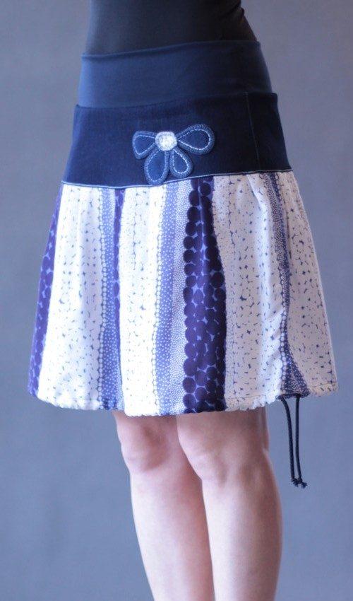 LaJuPe dámské sukně bavlna_viskóza_bez_podšívky_modrá_bílá_se_sedlem_nahoře_bez_kapes_tunýlek_tmavěmodrá_modrobílá_kytka_půlkytka