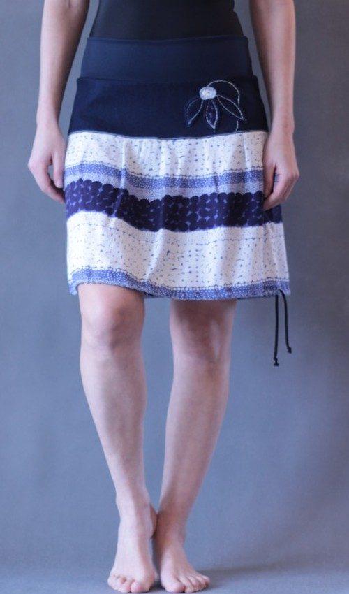 LaJuPe vzorované sukně bavlna_viskóza_bez_podšívky_modrá_bílá_se_sedlem_nahoře_bez_kapes_tunýlek_tmavěmodrá_modrá_kytka_sněženka