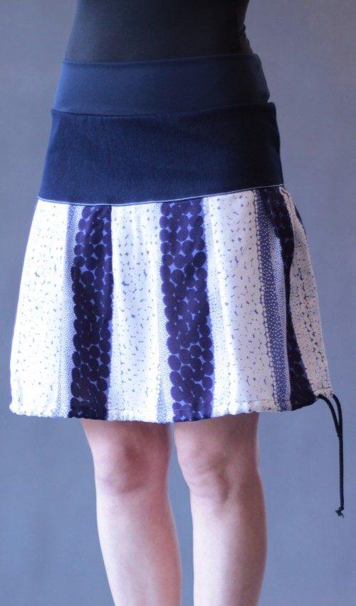 LaJuPe vzorované sukně bavlna_viskóza_bez_podšívky_modrá_bílá_se_sedlem_nahoře_bez_kapes_tunýlek_tmavěmodrá