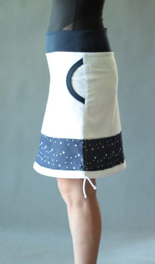 LaJuPe bílá jeansová sukně bavlna_elastan_bez_podšívky_bílá_modrá_se_sedlem_dole_1kapsa_tunýlek_modrá_modrobílá_hvězda_terčíkshvězdou1