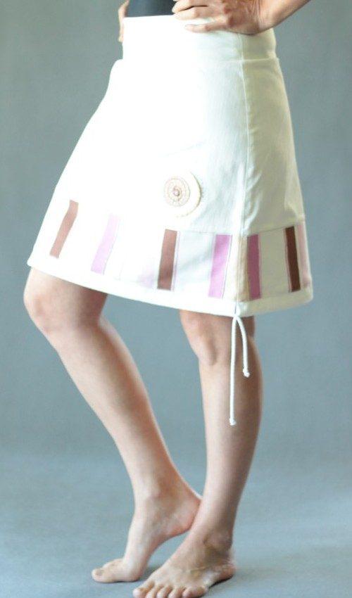 LaJuPe příklad riflové sukně bavlna_elastan_bez_podšívky_bílá_růžovohnědá_se_sedlem_dole_1kapsa_tunýlek_bílá_růžovohnědá_terčík_terčík